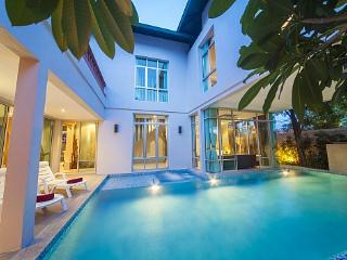 Jomtien Waree 5 - 5 Bed - Ideal for a Large Group with Pool Table - Koh Samui vacation rentals