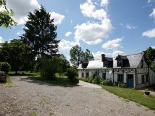 CHARMING 18 CENTURY NORMANDY FARMHOUSE, +POOL - Rouen vacation rentals