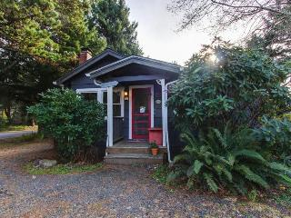 Dog-friendly cottage full of character & just three blocks from the beach! - Cannon Beach vacation rentals