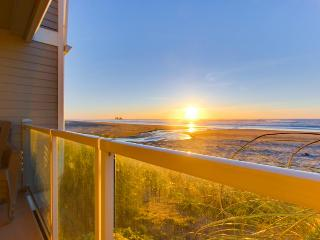 Luxurious oceanfront townhome w/ private hot tub, stellar views, and more! - Rockaway Beach vacation rentals