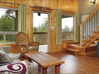 Perfect 2 bedroom Cabin in Ucluelet - Ucluelet vacation rentals