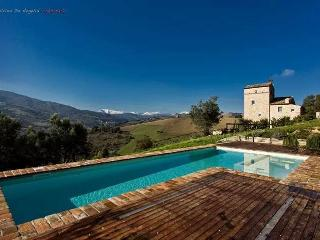 5 beds villa with pool in Le Marche - Montedinove vacation rentals