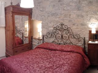 2 bedroom Bed and Breakfast with Internet Access in Agnone - Agnone vacation rentals