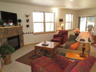Beaty's Bungalow Riverbend Lodge - Frisco vacation rentals