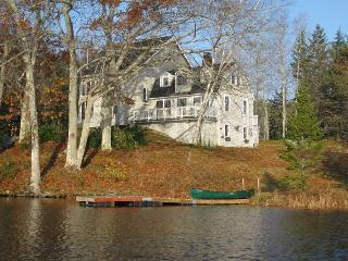 GARRAVALE | BOOTHBAY HARBOR | WEST HARBOR POND |PET-FRIENDLY| FISHING | KAYAK AND CANOE PROVIDED | FAMILY VACATION - Boothbay vacation rentals