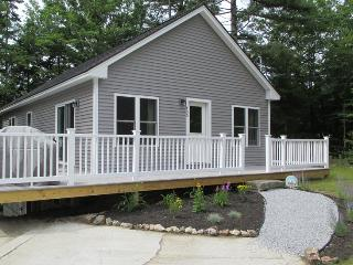 WHITELEYS WHARF | BARTERS ISLAND | LEWIS COVE | PET-FRIENDLY | WATERFRONT WITH DOCK AND FLOAT | OPEN WRAP-AROUND DECK - Boothbay vacation rentals