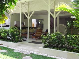 Taman Villa large family villa & child safe pool. - Seminyak vacation rentals