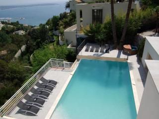 JdV Holidays Villa Fuchsia, 7 bedrooms, private pool, roof solarium and sea view - World vacation rentals