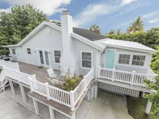 Beautiful newly renovated cottage with great Beach Decor -  Seaside Cottage - Fort Myers Beach vacation rentals