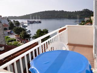Lovely Condo with Internet Access and A/C - Pomena vacation rentals