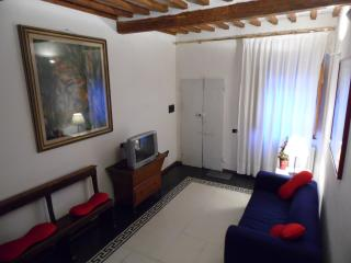 Cozy 2 bedroom Vacation Rental in Florence - Florence vacation rentals