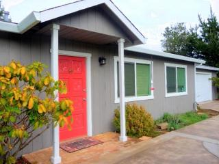 Admire the ocean & warm up by the bonfire - Fort Bragg vacation rentals