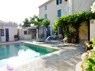 Stunning house in Mollèges, Provençe, with pool and verdant garden - Molleges vacation rentals