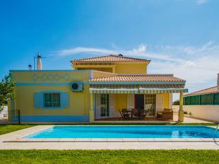 Lovely 4 bedroom Villa in Guia - Guia vacation rentals