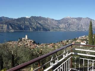 Beautiful 2 bedroom Malcesine Apartment with Internet Access - Malcesine vacation rentals