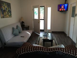 Guest House with Kitchen - Privacy, Comfort and Convenience - Central Coast vacation rentals
