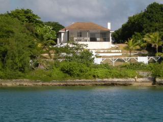 Bright Cottage with Balcony and A/C - Harbour Island vacation rentals