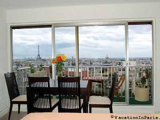 Eiffel Tower Lookout Studio - Paris vacation rentals