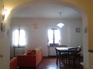 Cozy 2 bedroom Monte San Savino Condo with Internet Access - Monte San Savino vacation rentals