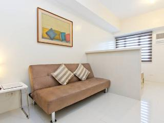 Comfortable Condo with Internet Access and A/C - Quezon City vacation rentals