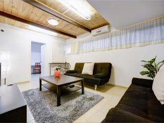 Dizingoff / Gordon 1 BR up to 4 sleeps - Tel Aviv vacation rentals