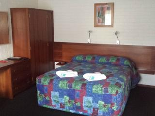 Comfortable Studio with Internet Access and A/C - Albany vacation rentals