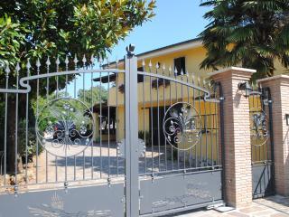 Cozy 2 bedroom Bed and Breakfast in Valmontone - Valmontone vacation rentals