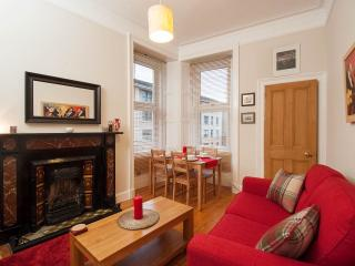 Gorgeous 1 bedroom flat 10 min walk from Haymarket - Edinburgh vacation rentals