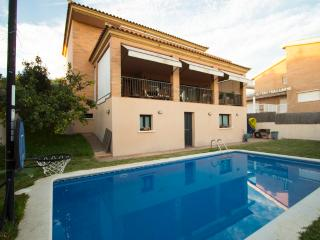 Enchanting villa in Calafell for 10 guests, only 2km from the beach - Costa Dorada vacation rentals