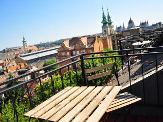 Piano Castle Hill 2 bedrooms with balcony - Budapest vacation rentals