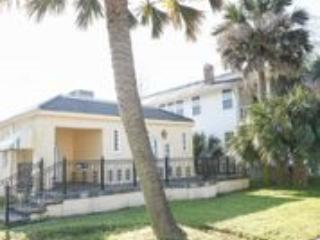 Nice house walking distance to the street car and city park - New Orleans vacation rentals