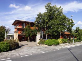 super red fenice b&b , venezia mare monti storia - San Dona Di Piave vacation rentals