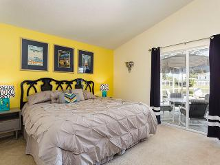 Beautiful villa with a gorgeous lakeside view! - Kissimmee vacation rentals