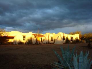 SPECIAL DEAL: Hacienda close to Town, Nt Pk & Golf - Tucson vacation rentals