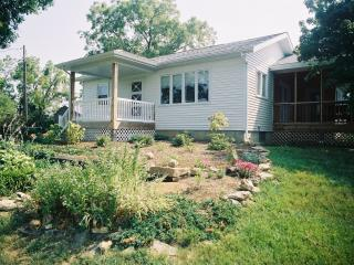 Private Cottage Sleeps 6, In Missouri Wine Country - Warrenton vacation rentals