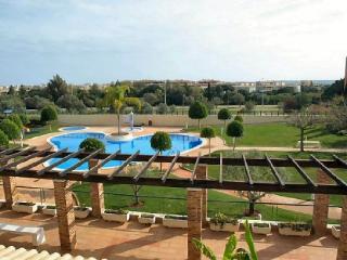 Sunny Condo with Grill and Garden - Vilamoura vacation rentals