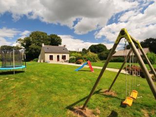 Detached child friendly cottage with large garden - Plounevez-Quintin vacation rentals