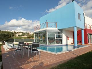 Bright Villa with Internet Access and Dishwasher - Albufeira vacation rentals