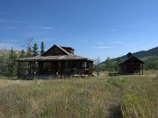 3 bedroom Cabin with Internet Access in McLeod - McLeod vacation rentals