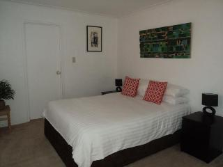 MIR01 - Lovely Darling Harbour Apartment - Sydney vacation rentals