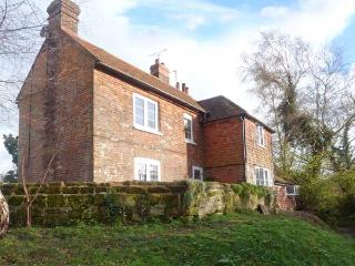 THE COTTAGE, Sky TV, WiFi, woodburner, iPad, en-suite, luxury cottage near Westfield, Ref. 917063 - East Sussex vacation rentals
