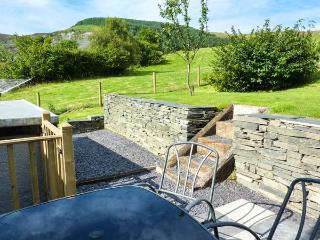 BRON HEULOG, detached, woodburner, off road parking, bike storage, garden, in Cwm Penmachno, Ref 919055 - Cwm Penmachno vacation rentals
