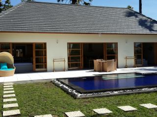 2 bedroom villa with private pool - Kubu vacation rentals