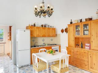 Casa Giuseppe, Affordable and comfortable Apt - Massa Lubrense vacation rentals