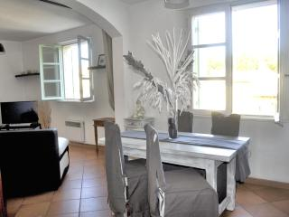 F2 Coeur d'Uzes with private parking - Cornillon vacation rentals