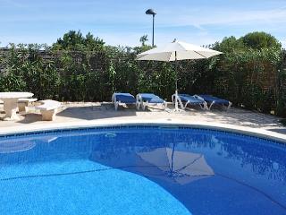 Villa Palmeras - traditional seaside villa in L'Ampolla with beautiful garden and pool - Amposta vacation rentals