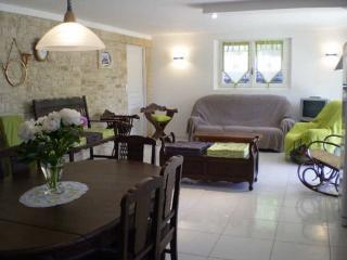 1 bedroom Gite with Dishwasher in Mouleydier - Mouleydier vacation rentals