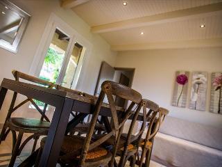 """villa""""acacia"""" très chaleureuse avec très beau jardin à 5min des plages - Calvi vacation rentals"""