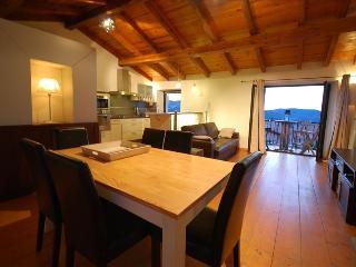 """Très bel appartement """"celu"""" : équipement luxueux et très belle vue, ambiance chaleureuse du village - Calenzana vacation rentals"""