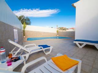 Nice small Villa, comfortable, private pool, 5 km - Ferreiras vacation rentals